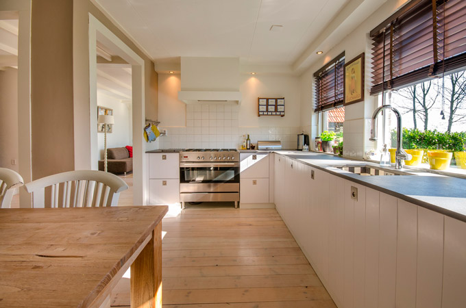 Elige la madera para decorar las ventanas de tu hogar