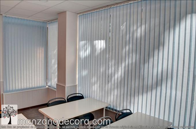 cortinas verticales de tejido cerradas