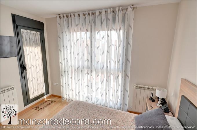 cortina de ollaos estampada en dormitorio